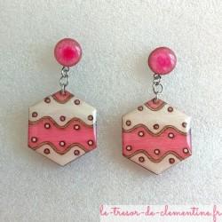 Boucle d'oreille fantaisie rose et blanc hexagone décor vague bijou fantaisie