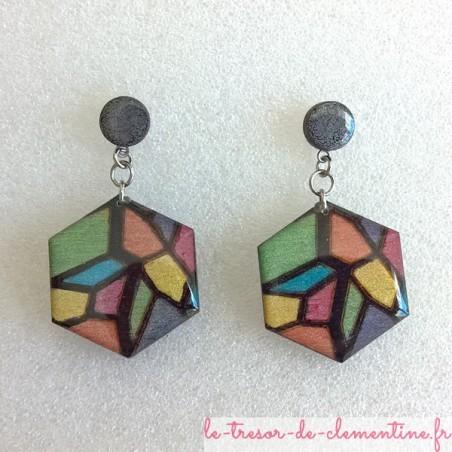 Boucle d'oreille fantaisie décor vitrail nacré hexagonale