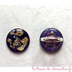 Bague artisanale décor pailleté doré sur fond violet créé par Clémentine