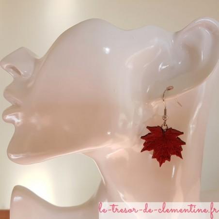 Boucle d'oreille artisanale feuille d'érable rouge