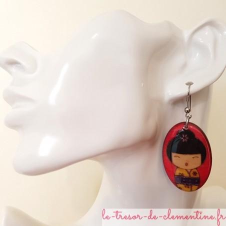 Boucle d'oreille originale Poupée japonaise rose et jaune