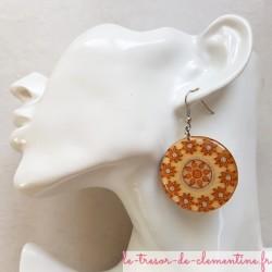 Grande boucle d'oreille soleil et fleur, bijou signé très léger et confortable