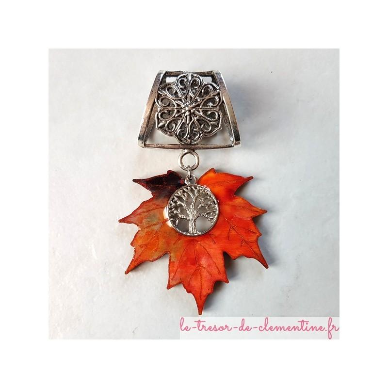 Bélière de foulard feuille d'érable, bijou original de créateur, existe en pendentif et boucles d'oreilles