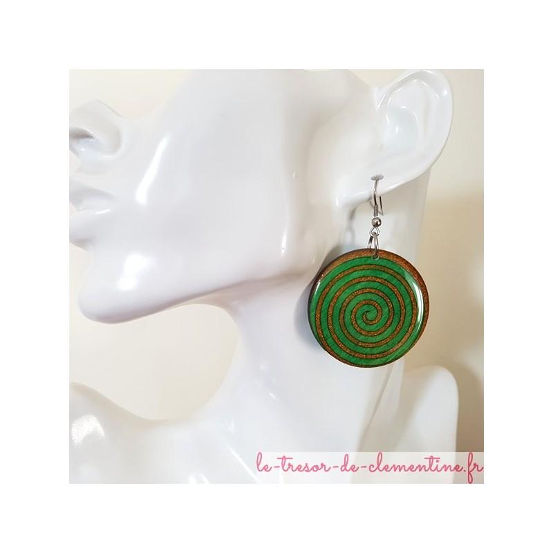 boucle d 39 oreille pendante spirale vert et orange paillet. Black Bedroom Furniture Sets. Home Design Ideas