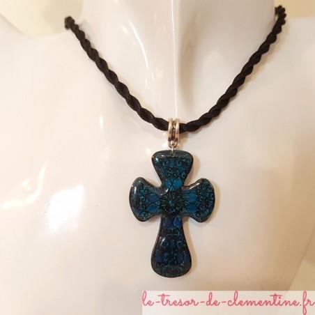 Pendentif femme Croix baroque bleue, bijou artisanal