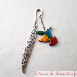 Marque-page Colibri oiseau multicolore, bijou de livre il accompagnera vos lectures