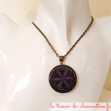 Pendentif médaillon baroque violet et bronze