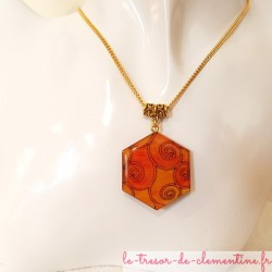 Collier femme pendentif forme hexagone orange et or