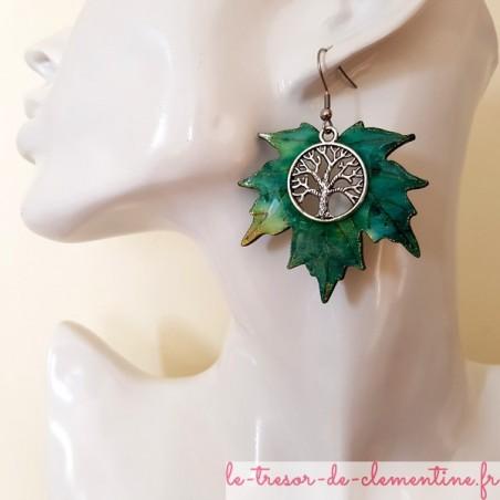 Boucles d'oreilles pendantes arbre de vie feuille érable tons vert