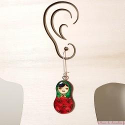 Pendants d'oreille poupée vert et rose Création artisanale signée