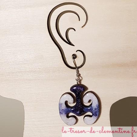 Boucle d'oreille fantaisie mystère celtique violet blanc