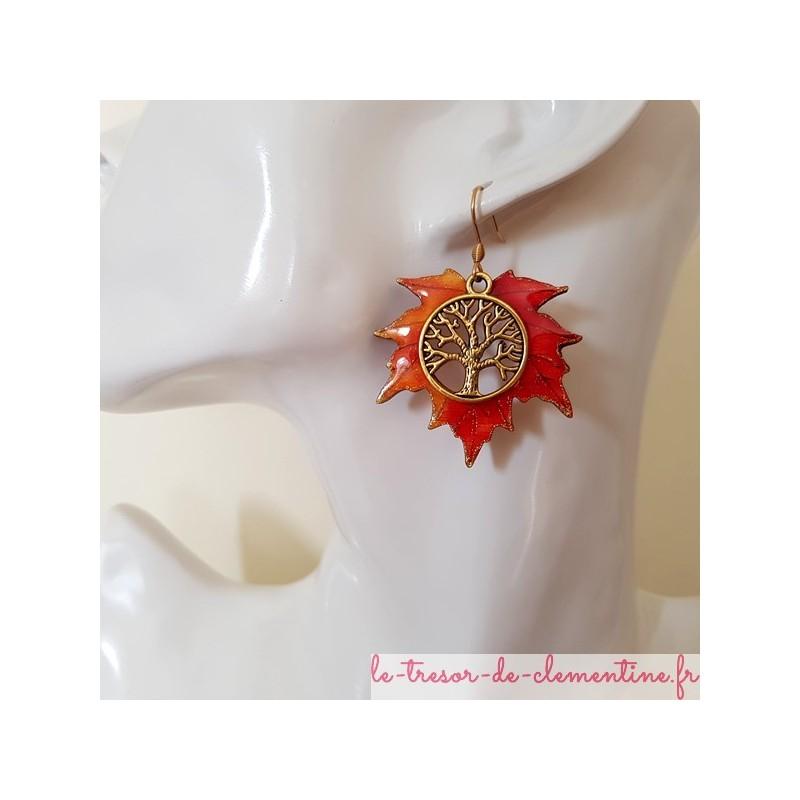 Boucles d'oreilles fantaisie arbre de vie feuille érable tons orange flamme aspect émail