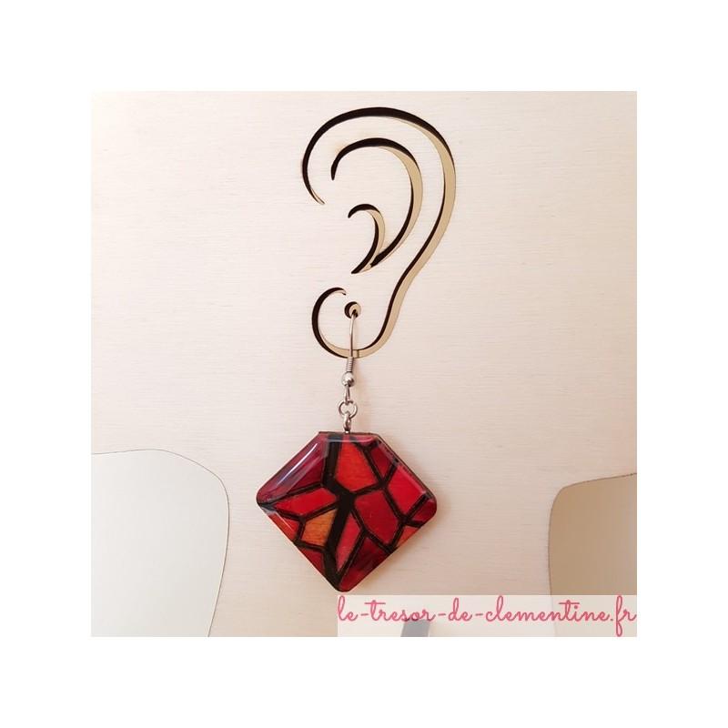 Boucle d'oreille bijou femme façon vitrail tons rouges aspect émail artisan d'art création française