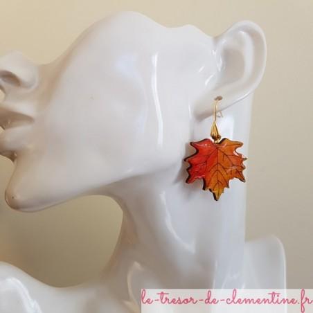 Boucle d'oreille artisanale feuille érable orange