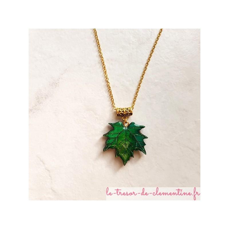 Collier feuille d'érable pendentif pour femme vert et or bijou nature