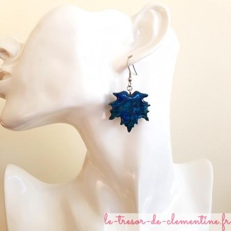 Boucle d'oreille artisanale feuille érable turquoise