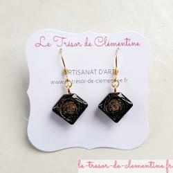 Pendants d'oreille berlingot noir et or décor réalisé à la main artisanat d'art
