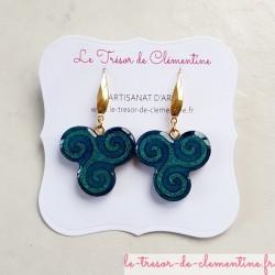 Boucles d'oreilles fantaisie triskel (triskèle) turquoise monture acier chirurgical artisanat d'art