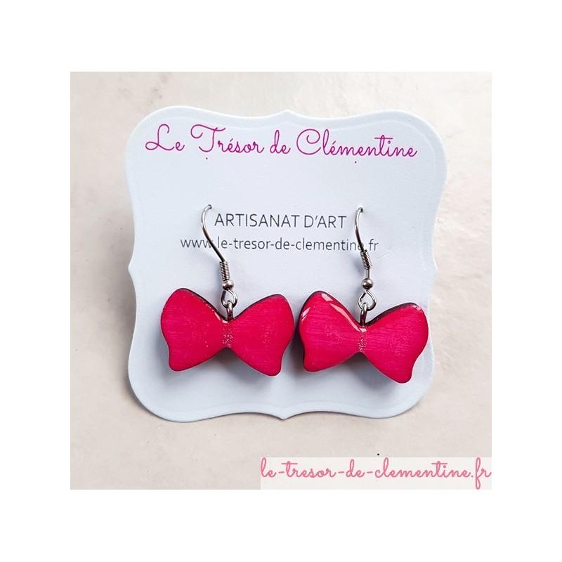 Boucle d'oreille bijou femme noeud papillon rose artisanat d'art signé au dos
