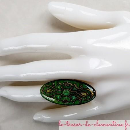 Bague originale longue ovale mediévale tons vert nuancé