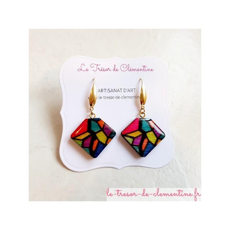 Boucle d'oreille fantaisie façon vitrail multicolore modèle unique artisanat d'art