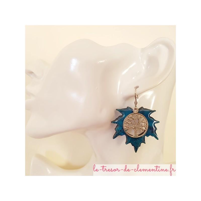 Boucles d'oreilles fantaisie arbre de vie feuille érable tons bleu, petite taille, existe en  2 autres tailles autres coloris