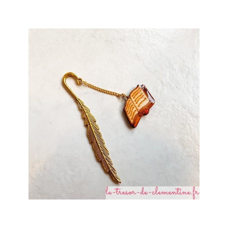 Marque-page décor de livre et plume vieil or, artisanat d'art fabrication française