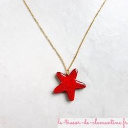 Collier étoile de mer rouge sur chaîne dorée fabrication artisanale