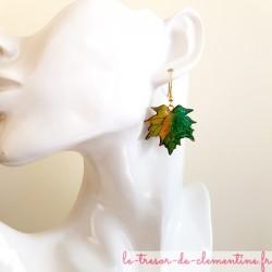 Boucle d'oreille artisanale feuille érable printemps vert à jaune