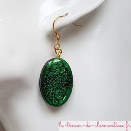 Boucle d'oreille artisanale ovale spirale vert