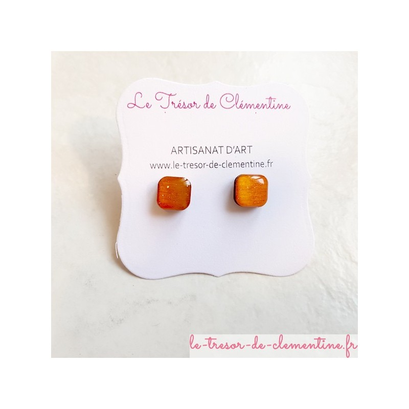Petit bouton d'oreille, puce d'oreille orange