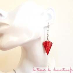 Boucle d'oreille artisanale rose acidulé triangle tronqué sur chaîne argent