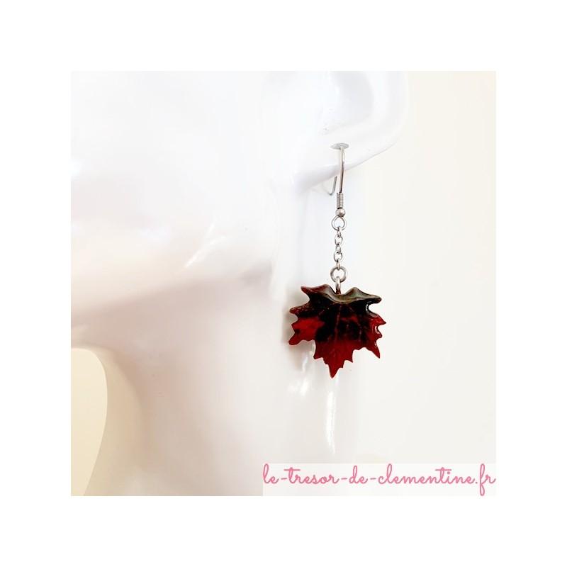 Boucle d'oreille  feuille d'érable rouge à vert foncé noir, bijou fantaisie femme, artisanat français
