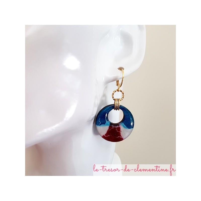 Boucle d'oreille dormeuse très chic bleu, blanc rouge marbré